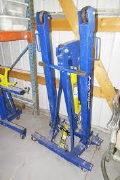 Where to rent HOIST, 3 TON PORTABLE in Austin TX